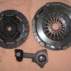 1 spojková sada sada obsahuje : 1 prítlačný tanier spojky 1 spojková lamela 1 vysúvacie ložisko priemer : 230 mm pasuje na Ford Focus od roku výroby : 1999-2004 Typ DAW,DBW len na 1,8 DI + TDDi 55kw +66kw číslo výrobku Nr. spojka : 1078012,132586,1331469,1378106 132586 vysúvacie ložisko : 1075778,1141581, 142503
